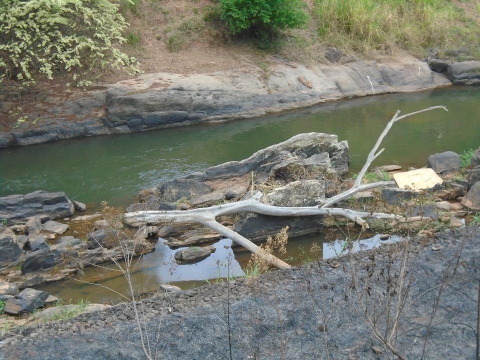 agua nas pedras33g