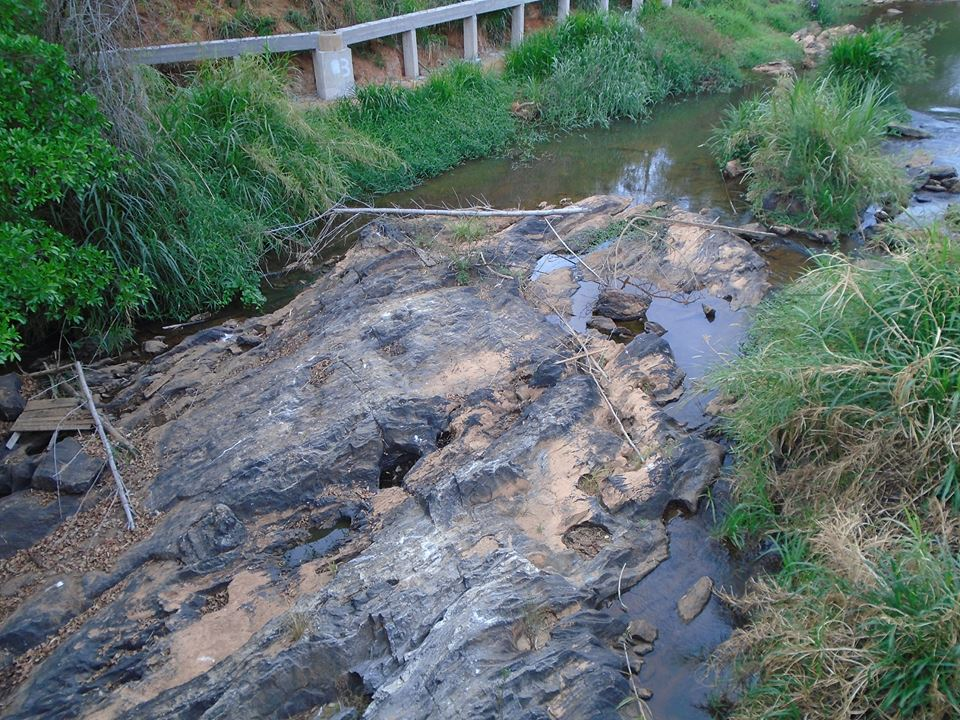 agua nas pedras41g