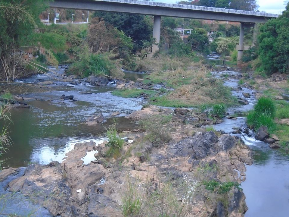 agua nas pedras43g