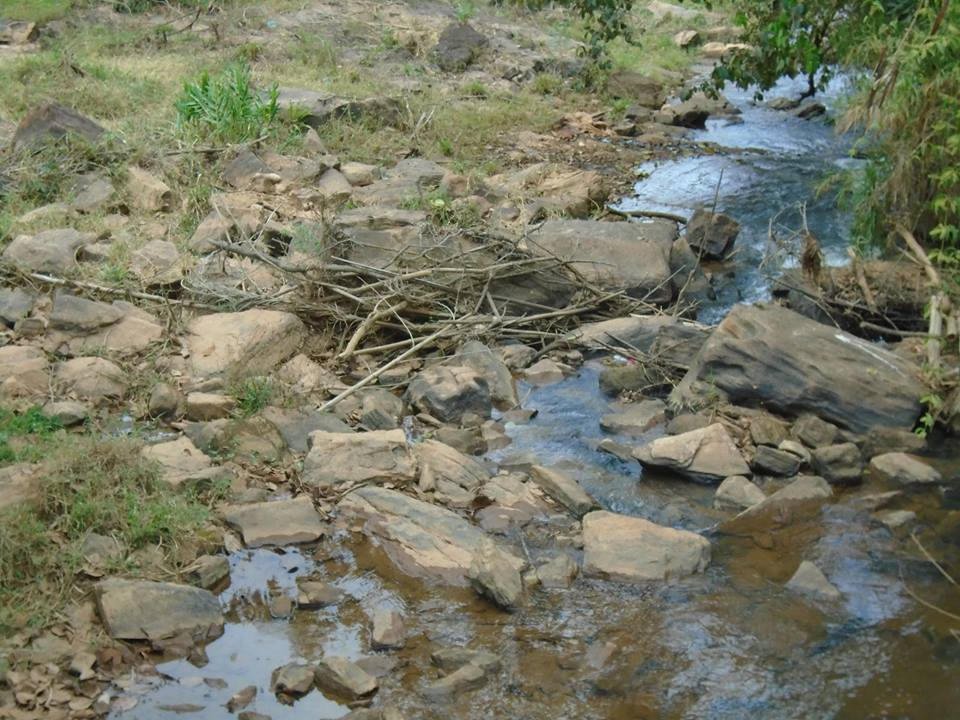 agua nas pedras8g