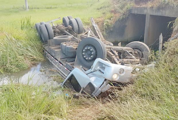 Motorista de 23 anos morre em acidente com caminhão próximo a Ervália (1)