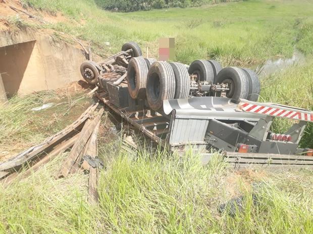 Motorista de 23 anos morre em acidente com caminhão próximo a Ervália (3)