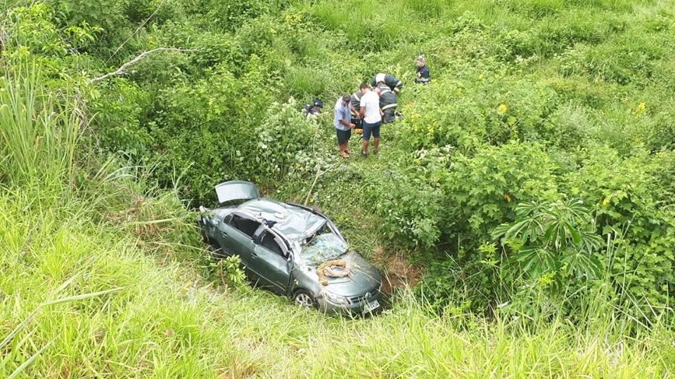 carro cai em buraco