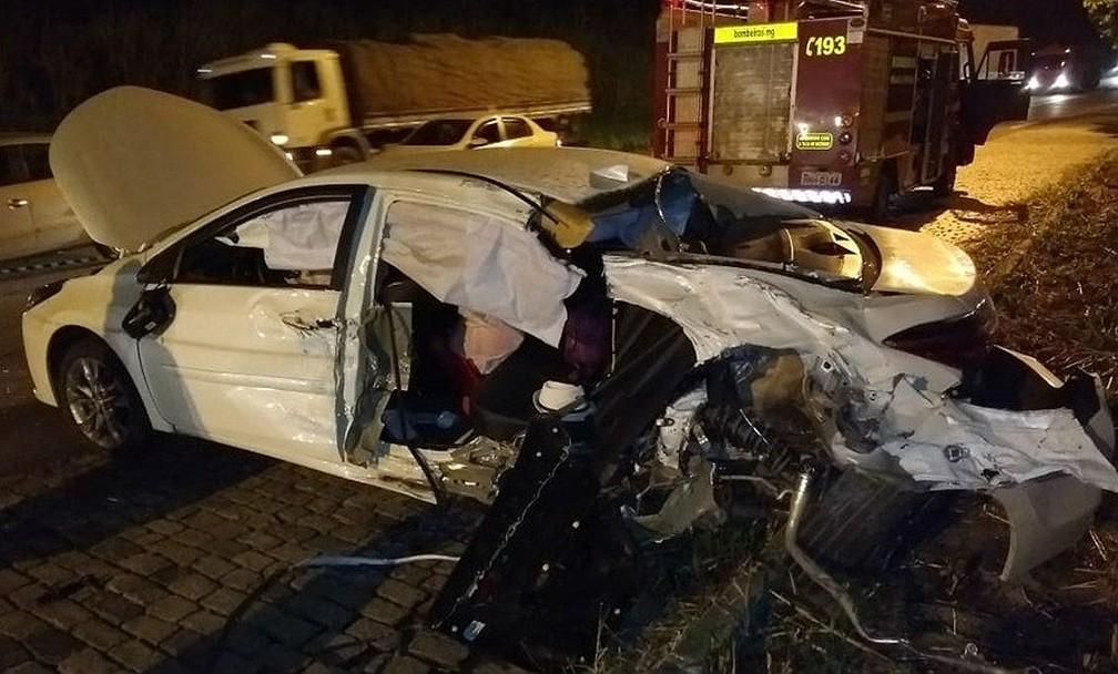 casal-que-estava-no-carro-ficou-ferido-e-foi-encaminhado-para-hospital-em-alem-paraiba