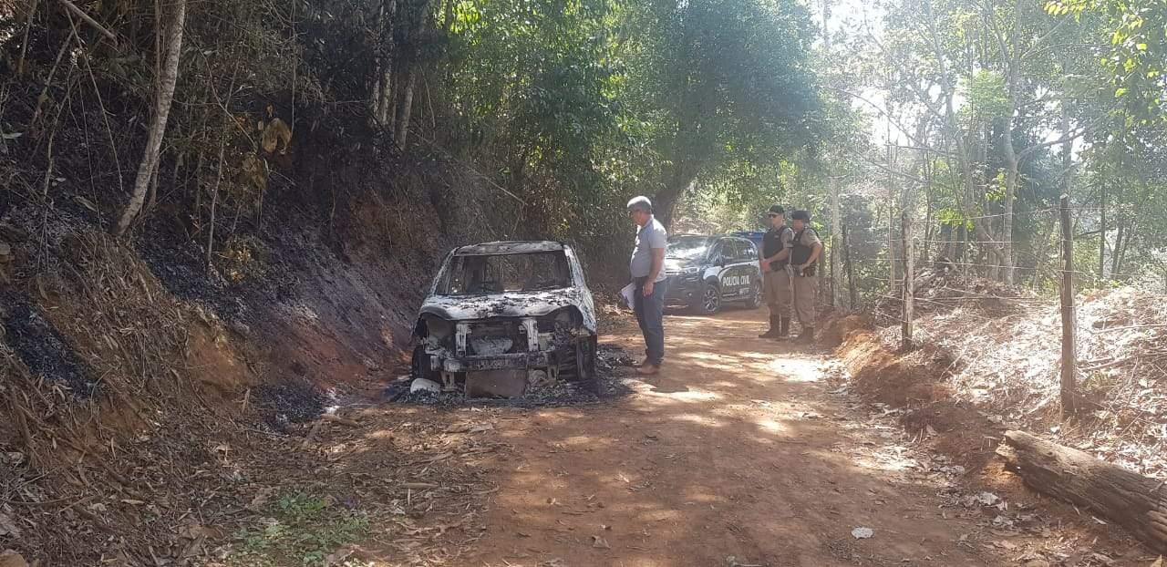 Carro incendiado (14)