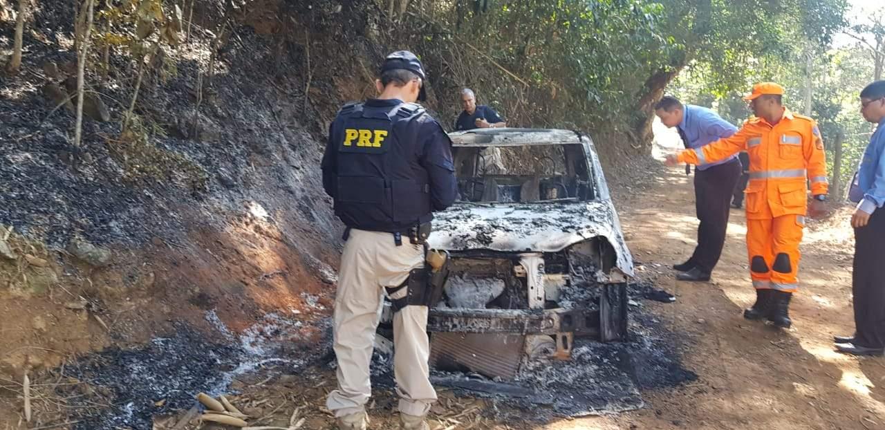 Carro incendiado (15)