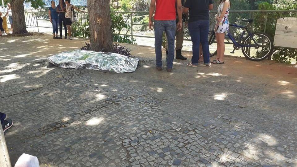 MORTO A FACADAS2